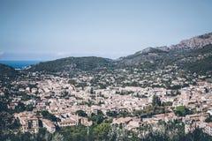 Opinión de alto ángulo de la ciudad de Soller, Mallorca imágenes de archivo libres de regalías