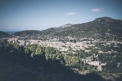 Opinión de alto ángulo de la ciudad de Soller, Mallorca imagen de archivo libre de regalías