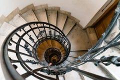Opinión de alto ángulo de la escalera espiral Imagen de archivo
