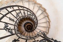 Opinión de alto ángulo de la escalera espiral Foto de archivo