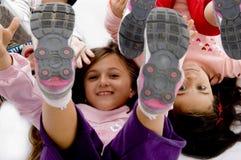 Opinión de alto ángulo niños juguetones Imagen de archivo libre de regalías
