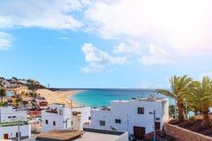 Opinión de alto ángulo sobre la ciudad de Morro Jable en Fuerteventura fotos de archivo libres de regalías