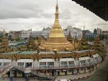 Opinión de alto ángulo Sule Pagoda, Rangún (Rangoon), Birmania Imágenes de archivo libres de regalías