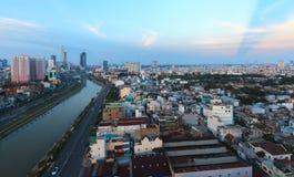Opinión de Arial en Vo Van Kiet Highway en la ciudad de Ho Chi Minh Foto de archivo