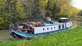 Opinión de barco de canal Imagen de archivo libre de regalías