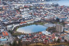 Opinión de Bergen con Lille Lungegardsvannet Imagen de archivo