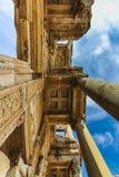 Opinión de Bottom Up de la fachada de la biblioteca de Celsus imagen de archivo