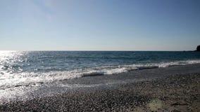 Opinión de Calabria, Italia de la playa abandonada con el cielo y las nubes almacen de metraje de vídeo