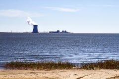 Opinión de central nuclear Imágenes de archivo libres de regalías