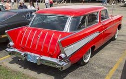 Opinión de Chevy Nomad Side de 1957 rojos Imagen de archivo libre de regalías