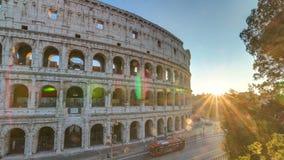 Opinión de Colosseum del anfiteatro en la opinión superior del timelapse de la puesta del sol almacen de metraje de vídeo
