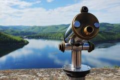 Opinión de Edersee del castillo Waldeck con el telescopio Imágenes de archivo libres de regalías