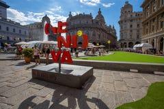 Opinión De Ferrari Square en el corazón del cityof Genoa Genova, Italia foto de archivo