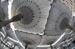 Opinión de Fisheye de paraguas gigantes en Masjid Nabawi fotos de archivo libres de regalías