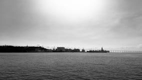 Opinión de Guanabara Bay BaÃa de Guanabara a partir XV de Praça cuadrado XV en blanco y negro Foto de archivo