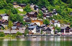 Opinión de Hallstatt Austria al lago Hallstattersee Foto de archivo libre de regalías