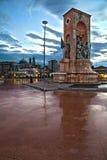 Opinión de HDR del monumento de la república por la tarde en el cuadrado de Taksim en Estambul Imagen de archivo libre de regalías