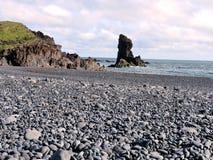 Opinión de Islandia Londrangar de las formaciones de roca 2017 Foto de archivo