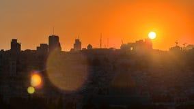 Opinión de Jerusalén sobre la ciudad en el timelapse de la puesta del sol con la bóveda de la roca del monte de los Olivos metrajes