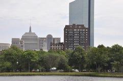 Opinión de John Hancock Tower del río Charles en el estado de Boston Massachusettes de los E.E.U.U. Fotos de archivo libres de regalías