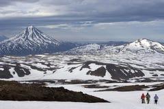 Opinión de Kamchatka sobre el volcán de Vilyuchinsky Fotos de archivo libres de regalías