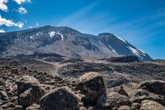 Opinión de Kilimanjaro del rastro de la ruta de Machame Fotografía de archivo libre de regalías