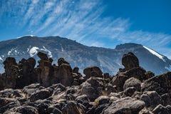 Opinión de Kilimanjaro del rastro de la ruta de Machame Imagen de archivo libre de regalías