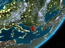 Opinión de la órbita de Albania en la noche libre illustration