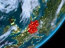Opinión de la órbita de Alemania en la noche stock de ilustración
