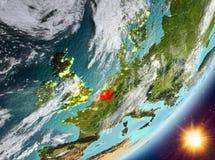 Opinión de la órbita de Bélgica durante salida del sol ilustración del vector