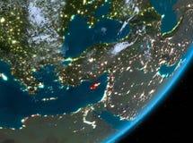 Opinión de la órbita de Chipre en la noche stock de ilustración