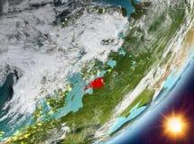 Opinión de la órbita de Estonia durante salida del sol stock de ilustración