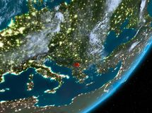 Opinión de la órbita de Kosovo en la noche libre illustration