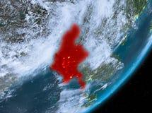 Opinión de la órbita de Myanmar en la noche ilustración del vector