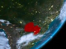 Opinión de la órbita de Paraguay en la noche stock de ilustración