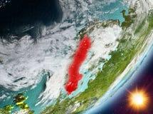 Opinión de la órbita de Suecia durante salida del sol ilustración del vector