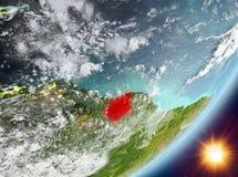 Opinión de la órbita de Suriname durante salida del sol stock de ilustración