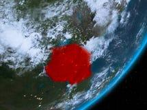 Opinión de la órbita de Tanzania en la noche ilustración del vector