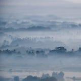 Opinión de la acuarela del paisaje de niebla de la mañana Hpa, Myanmar (oficina Fotografía de archivo libre de regalías