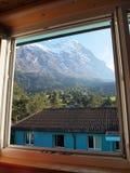 Opinión de la aldea de la ventana en Jungefrau Suiza Fotos de archivo libres de regalías