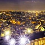 opinión de la aleación de aluminio de una ciudad grande en la noche Imágenes de archivo libres de regalías