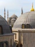 Opinión de la azotea sobre la mezquita azul fotos de archivo