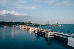 Opinión de la bahía del estilo del vintage de la ciudad del puerto de Singapur imagen de archivo