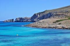Opinión de la bahía del mesquida de Cala sobre el majorca Balearic Island en España Fotos de archivo