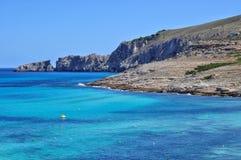 Opinión de la bahía del mesquida de Cala sobre el majorca Balearic Island en España Foto de archivo