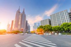 Opinión de la calle de la avenida del siglo de Shangai Imágenes de archivo libres de regalías