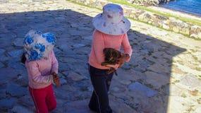 Opinión de la calle de Copacabana en Bolivia, Suramérica imagen de archivo libre de regalías
