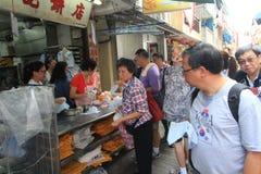 Opinión de la calle de Cheung Chau en Hong Kong Foto de archivo libre de regalías