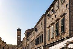 Opinión de la calle de Dubrovnik Croacia Stradun que mira abajo de Clocktower DA Fotos de archivo
