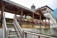 Opinión de la calle de la ciudad de Chamonix, Francia Fotos de archivo libres de regalías